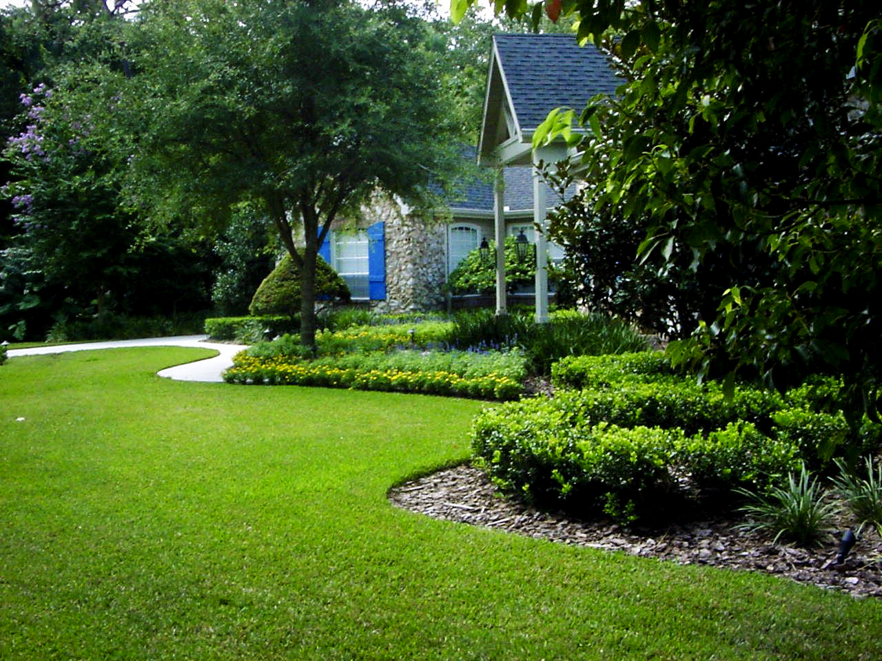 Design plan ideas for landscaping my backyard for Beautiful yard landscapes